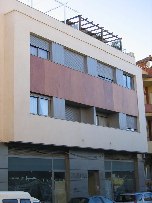 Edificio en Av. Cameranos
